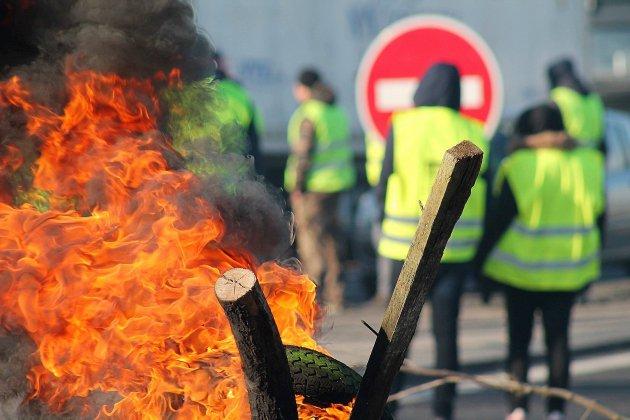 [PHOTOS] Gilets jaunes : l'autoroute A84 bloquée à Guilberville
