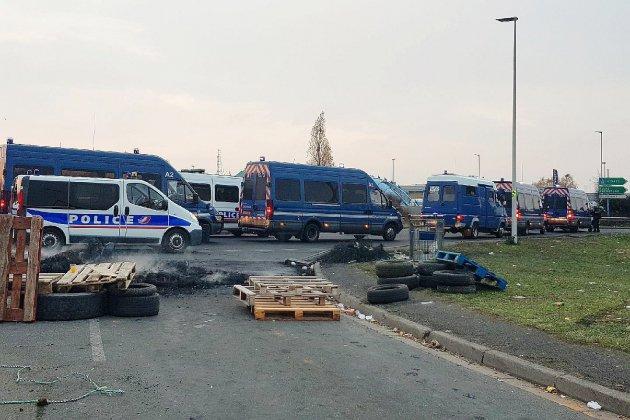 Les Gilets Jaunes évacués du périphérique de Caen
