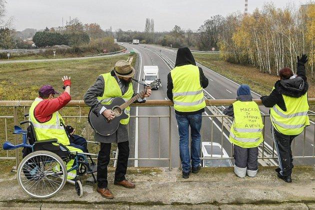 """""""Gilets jaunes"""": rassemblement en vue à Paris pour """"l'acte 2"""" de la mobilisation"""