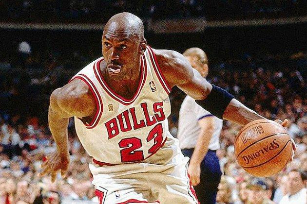 Une carte de Michael Jordan vendue au prix record de 95 000$