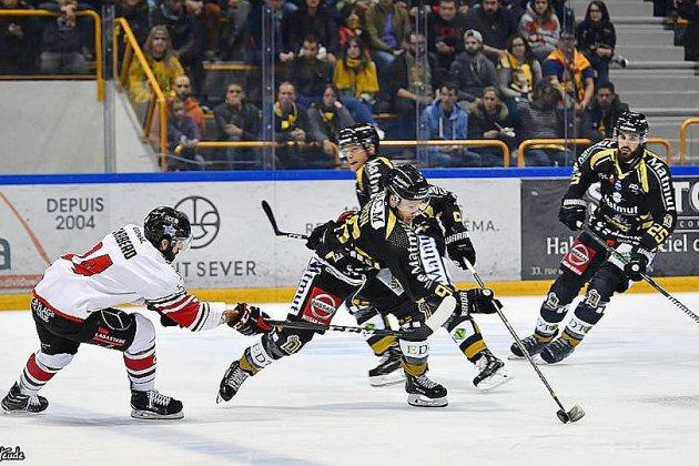 Hockey sur glace: les Dragons de Rouen continuent leur voyage