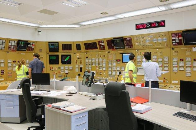 Nucléaire: Macron annonce la fermeture de 14 réacteurs d'ici 2035