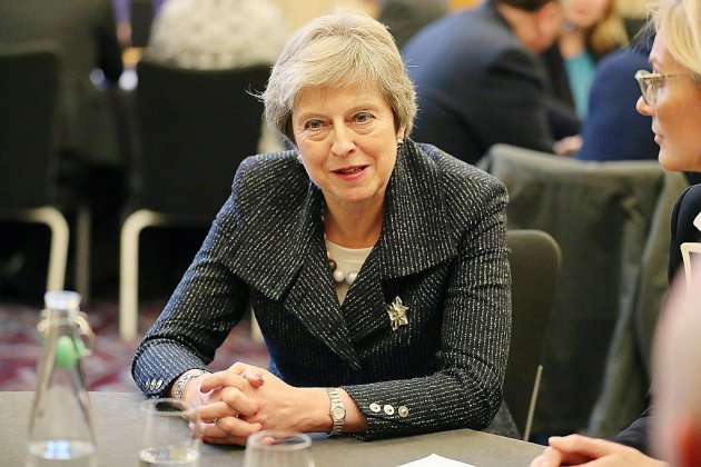 Theresa May défend l'accord de Brexit au Parlement et en Ecosse