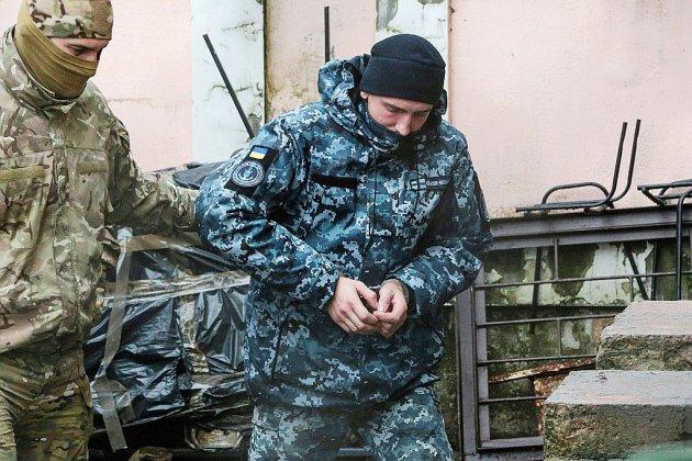"""Le président ukrainien évoque la """"menace d'une guerre totale"""" avec Moscou"""