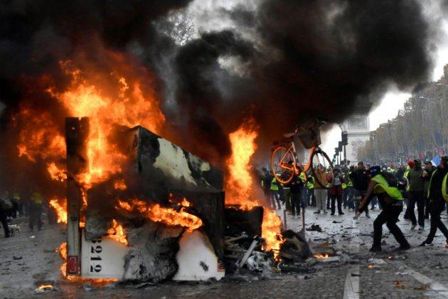 """France: les """"gilets jaunes"""" de retour au coeur de Paris samedi"""