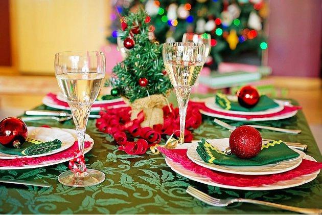 L'art de la table vecteur de la magie de Noël