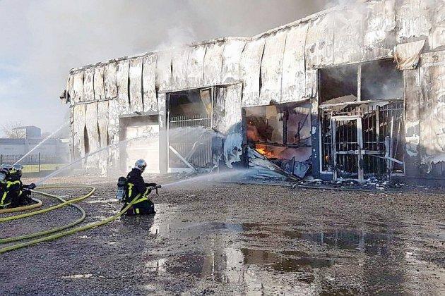 Près d'Yvetot, 50 pompiers mobilisés pour un violent incendie d'entrepôt