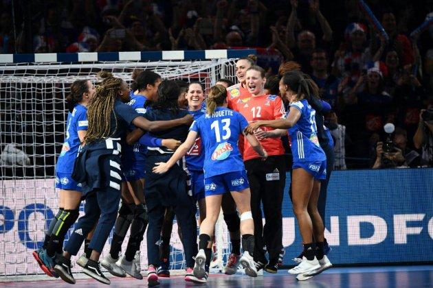 Hand: les Françaises championnes d'Europe un an après leur titre mondial