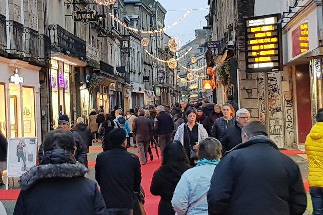 Alençon: ambiance de Noël et foule dans les rues