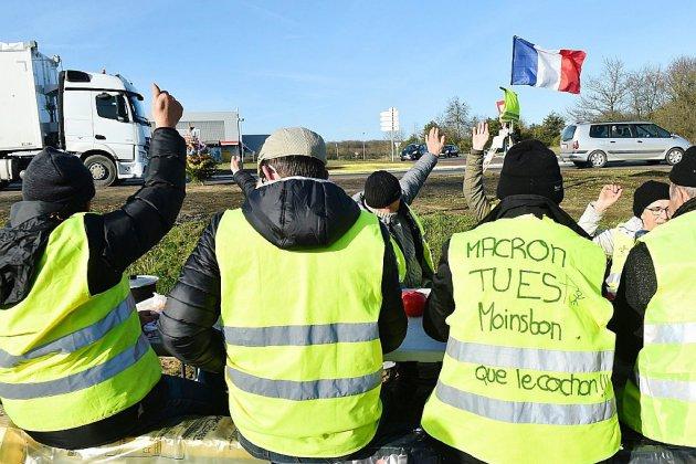 """Le gouvernement se presse pour mettre en oeuvre les gestes promis aux """"gilets jaunes"""""""