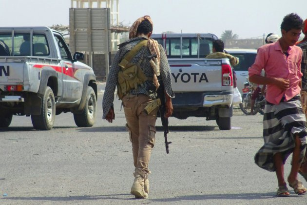 """Yémen: la trêve condamnée si la rébellion poursuit ses """"violations"""", prévient la coalition"""