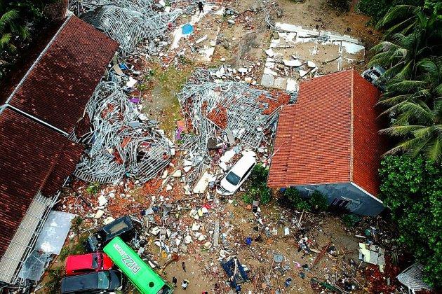 """Indonésie: plus de 220 morts après un tsunami """"volcanique"""""""