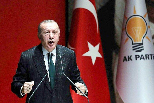 Syrie: Erdogan menace les milices kurdes, renforts turcs à la frontière
