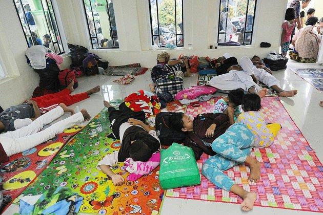 Tsunami indonésien: les secours tentent désespérément d'atteindre les zones reculées