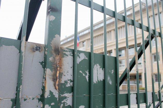 La préfecture de la Manche porte plainte après les dégradations sur son portail