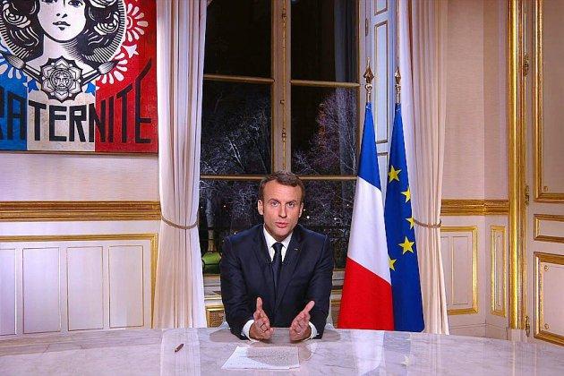 """Voeux: Macron parle, les """"gilets jaunes"""" veulent se faire entendre"""