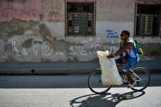 Cuba fête 60 ans de révolution et dénonce l'hostilité de Washington
