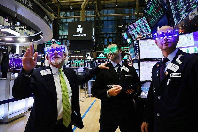 Wall Street chute, assommée par le plongeon de 10% d'Apple