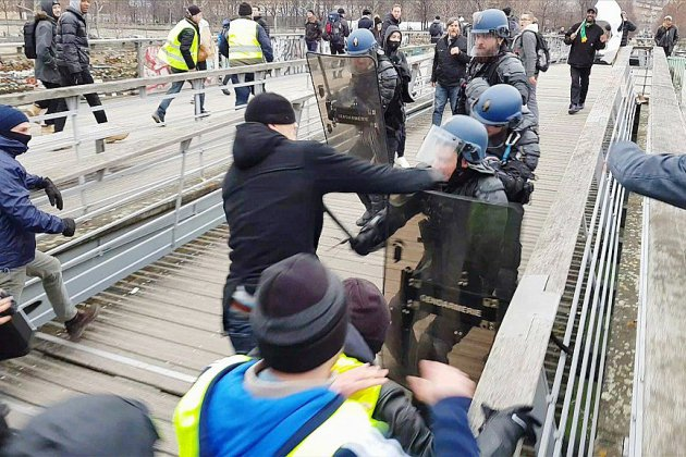 Agression de gendarmes à Paris: l'ex-boxeur présenté à la justice en vue d'une comparution immédiate (parquet)