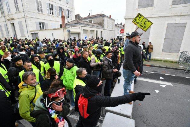 """""""Gilets jaunes"""": mobilisation en hausse en France, moins de tensions"""