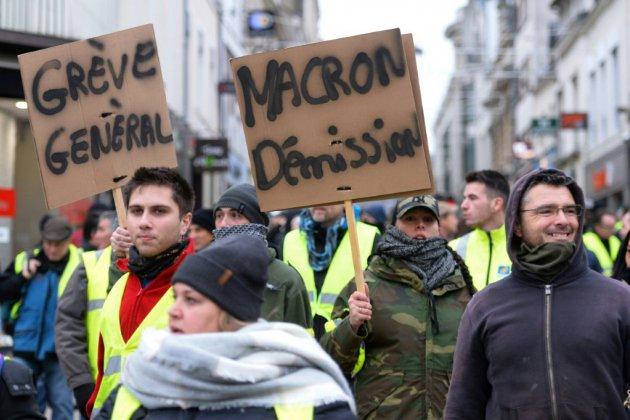 """""""Gilets jaunes"""": mobilisation en hausse, tension moindre avant le grand débat"""