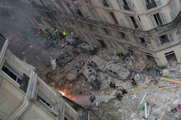 Explosion à Paris: bilan de 4 morts après la découverte d'une femme dans les décombres