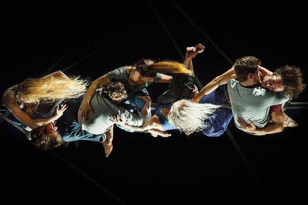 Un spectacle exceptionnel d'acrobatie sur des mâts chinois à Elbeuf