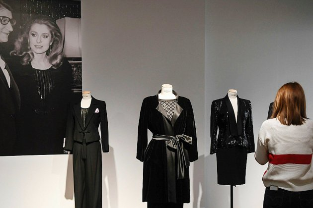 Deux vestiaires Saint Laurent mis aux enchères par Catherine Deneuve et Mouna Ayoub