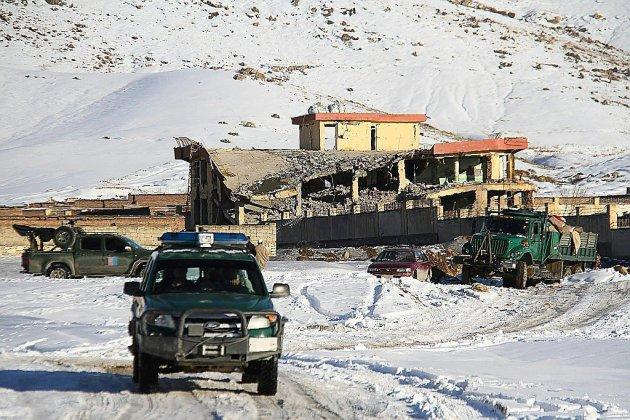 Au moins 65 morts dans une attaque talibane contre une base des renseignements afghans