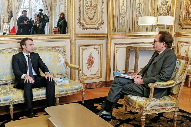 Macron reçoit les partis, l'éventuel référendum en débat