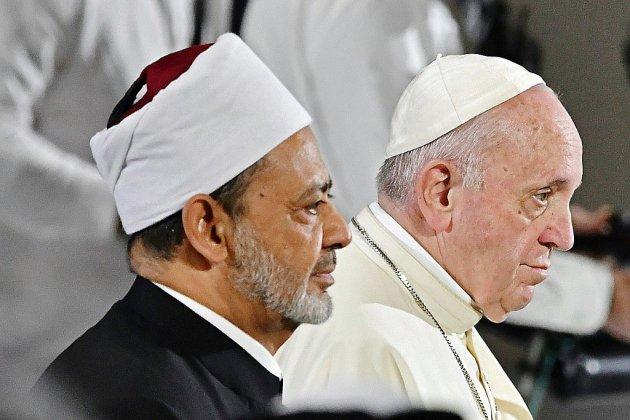 Le pape décoiffe les Emirats avec une messe inédite en plein air