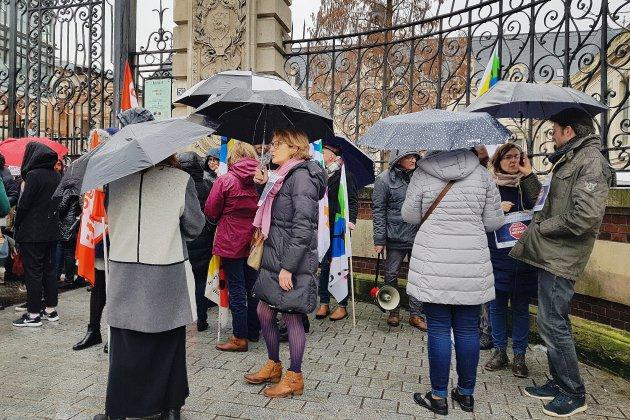 Élevés handicapés: mobilisation d'accompagnants devant le rectorat à Rouen
