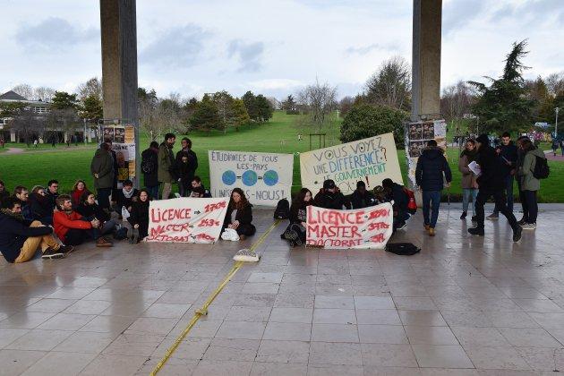 Caen: manifestation contre la hausse des frais de scolarité des étudiants étrangers