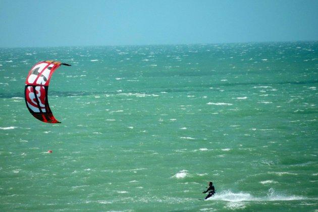 Deux kitesurfeurs secourus au large de Fécamp