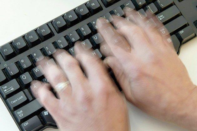 """Une """"ligue"""" de harceleurs sur les réseaux sociaux rattrapée par des témoignages"""