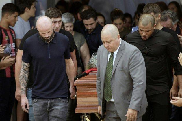 Dans la douleur, dernier adieu au footballeur Emiliano Sala à Progreso