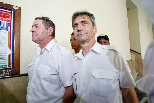 """Vols privés et poudre blanche: procès de l'affaire """"Air Cocaïne"""""""