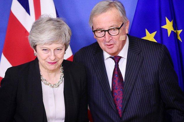 """Brexit : des """"progrès"""" avec l'UE selon May, mais toujours pas de solution"""