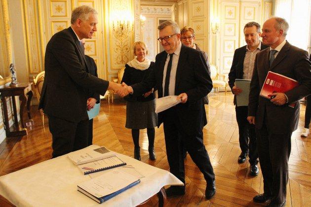 Calvados: les cahiers de citoyens remis à la préfecture