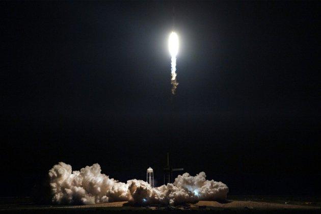 Dragon réussit son amarrage à la Station spatiale internationale