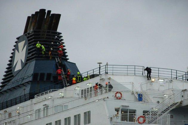 Intrusion, inédite par son ampleur, de migrants dans le port de Calais, 63 interpellations