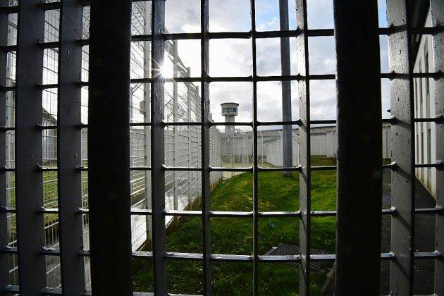 """Un détenu """"radicalisé"""" poignarde grièvement deux surveillants à la prison d'Alençon"""