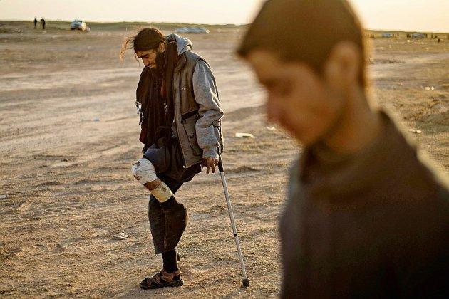 """En Syrie, les survivants abandonnent le """"califat"""" moribond de l'EI"""