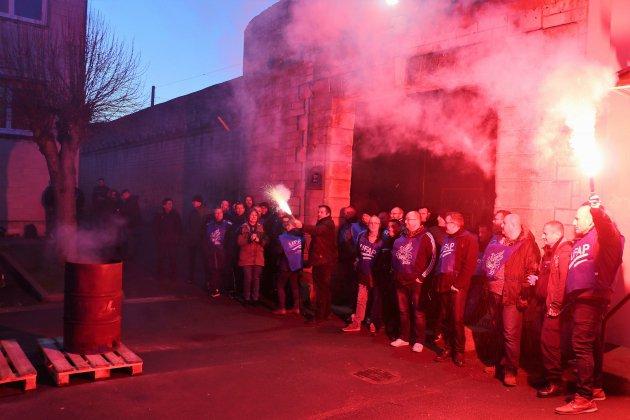 Caen: en ordre dispersé, les surveillants de prison se mobilisent
