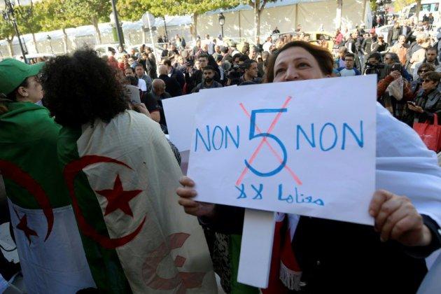 En Tunisie, enthousiasme et craintes face à la contestation algérienne