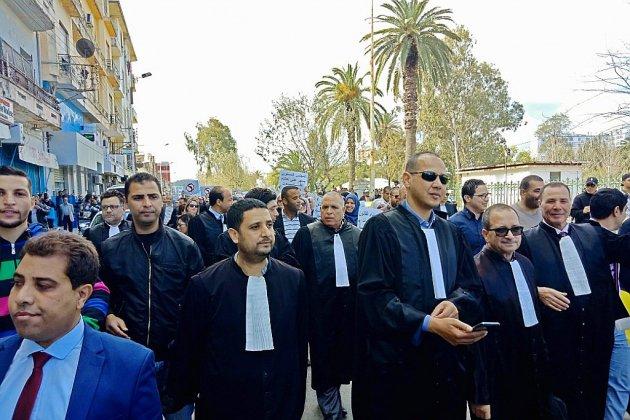 L'Algérie toujours mobilisée au lendemain du retour de Bouteflika