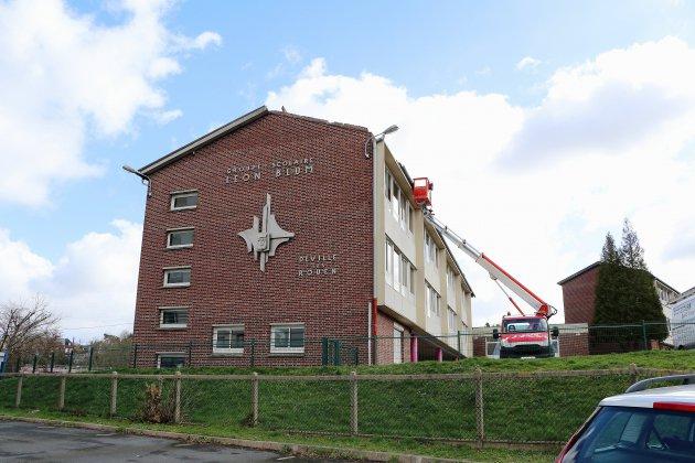 Déville-lès-Rouen : le vent emporte une partie du toit, l'école s'organise