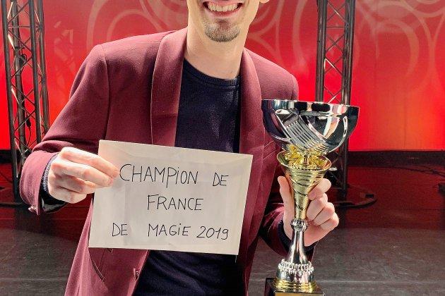 Un Normandchampion de France 2019 de magie