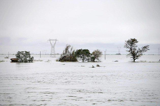 """Cyclone en Afrique australe: course contre la montre pour sauver les """"prisonniers"""" des eaux"""