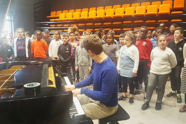 Caen : des élèves de primaire découvrent le jazz et tournent un clip vidéo
